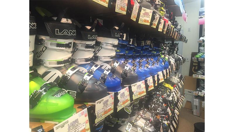 スキーを始めたばかりで選ぶ道具は?