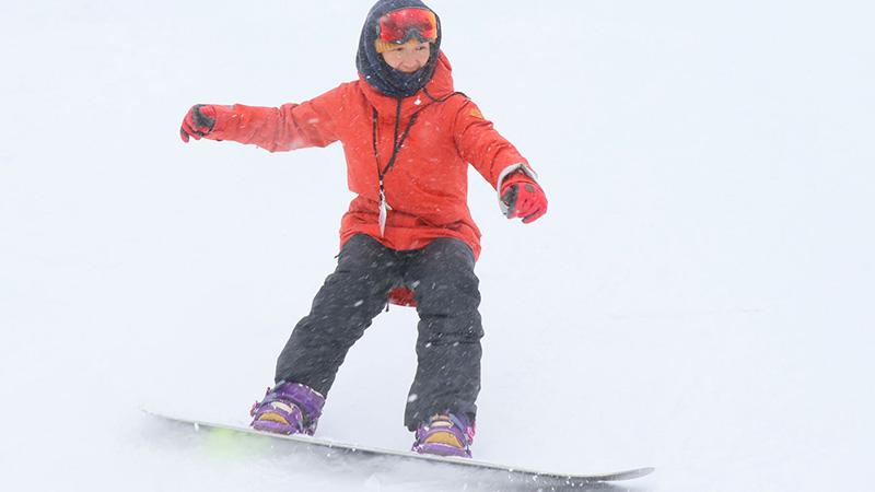 スクールが教える、スノーボードの止まり方・スピードコントロールの3つのコツ