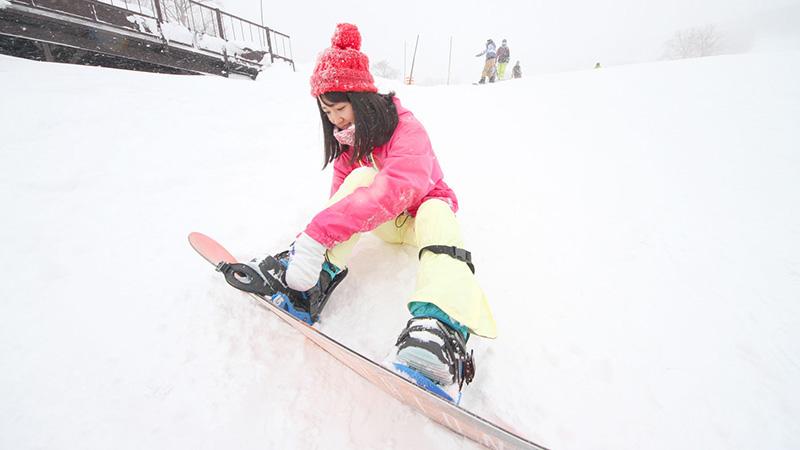 初心者必見!スクールが教えるスノーボードの滑り方2つのコツ